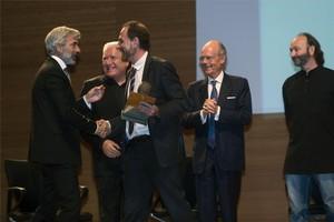 Imanol Arias felicita a Enric Hernandez, en presencia de Lluís Bassat, Ignasi Boqueras y Moncho Ferrer.