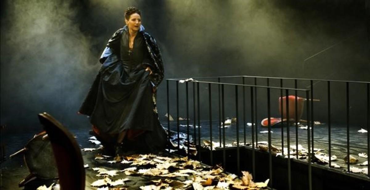 Sílvia Bel, en 'Maria Estuard', la versión de la obra de Schiller que dirige Sergi Belbel que se repondrá, esta vez en Montjuïc, del 19 al 21 de enero.