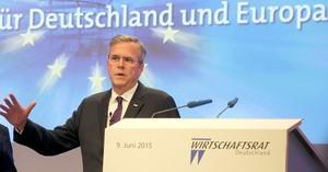 Jeb Bush da un discurso durante la reunión del consejo económico del Partido Demócratacristiano de Angela Merkel en Berlín.