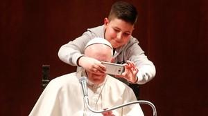 El divertit 'selfie' d'un nen amb el Papa