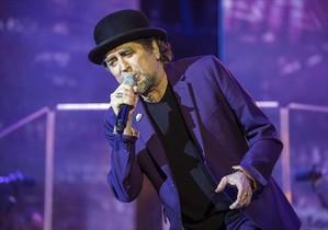Joaquín Sabina, durante el concierto que realizó anoche en Úbeda, su localidad natal, donde empezó la gira española del disco 'Lo niego todo'.