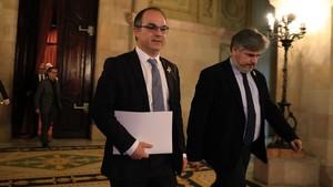 Jordi Turull saliendo delhemiciclo del Parlament ayer por la noche.