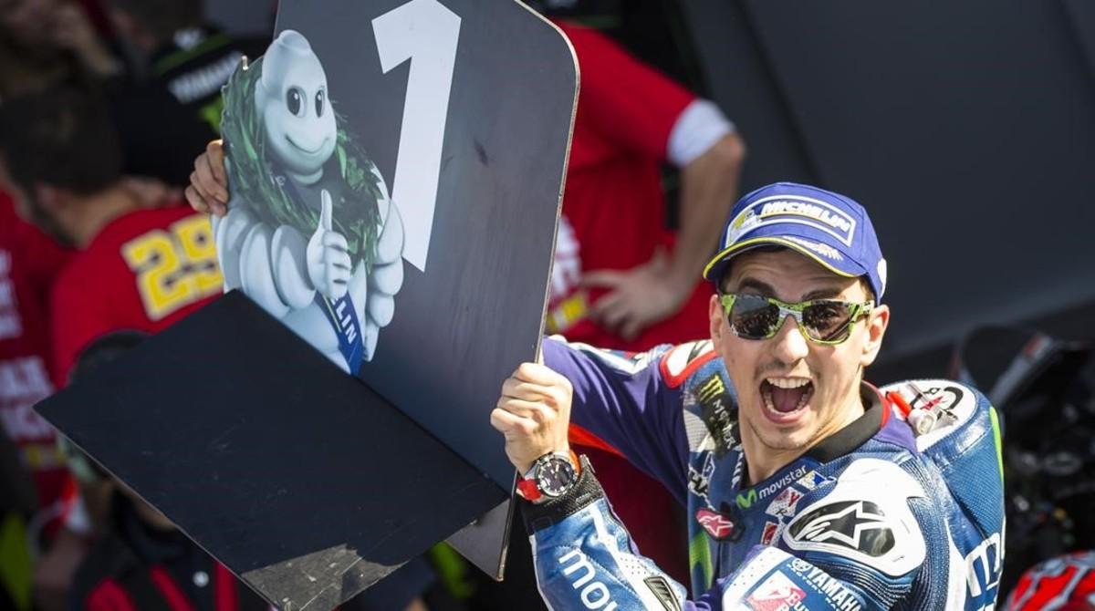 Jorge Lorenzo, tras vencer, en Valencia, con Yamaha, en el 2016.