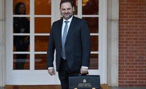 José Luis Ábalos llega a la Moncloa para el primer Consejo de Ministros de la legislatura.