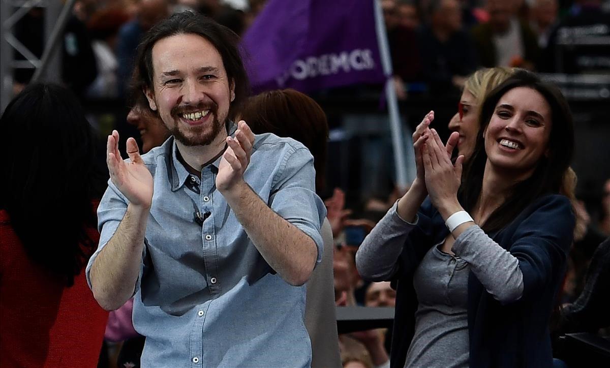 El líderde Podemos, Pablo Iglesiasy la diputada Irene Montero,