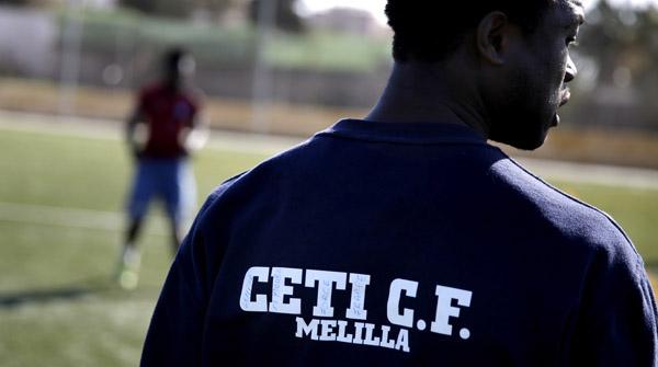 Els immigrants del CETI juguen en un equip de futbol classificat en els primers llocs de la taula a Melilla