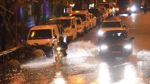 Lluvia intensa en Barcelona, este jueves.