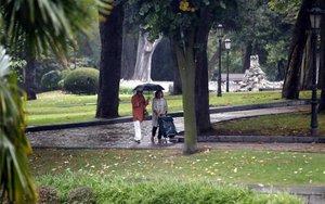 Ambiente lluvioso con temperaturas frescas.