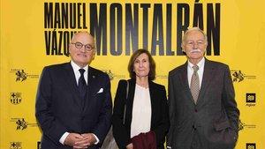 Carles Vilarrubí, Anna Sallés y Eduaro Mendoza, en el homenaje a Vázquez Montalbán.