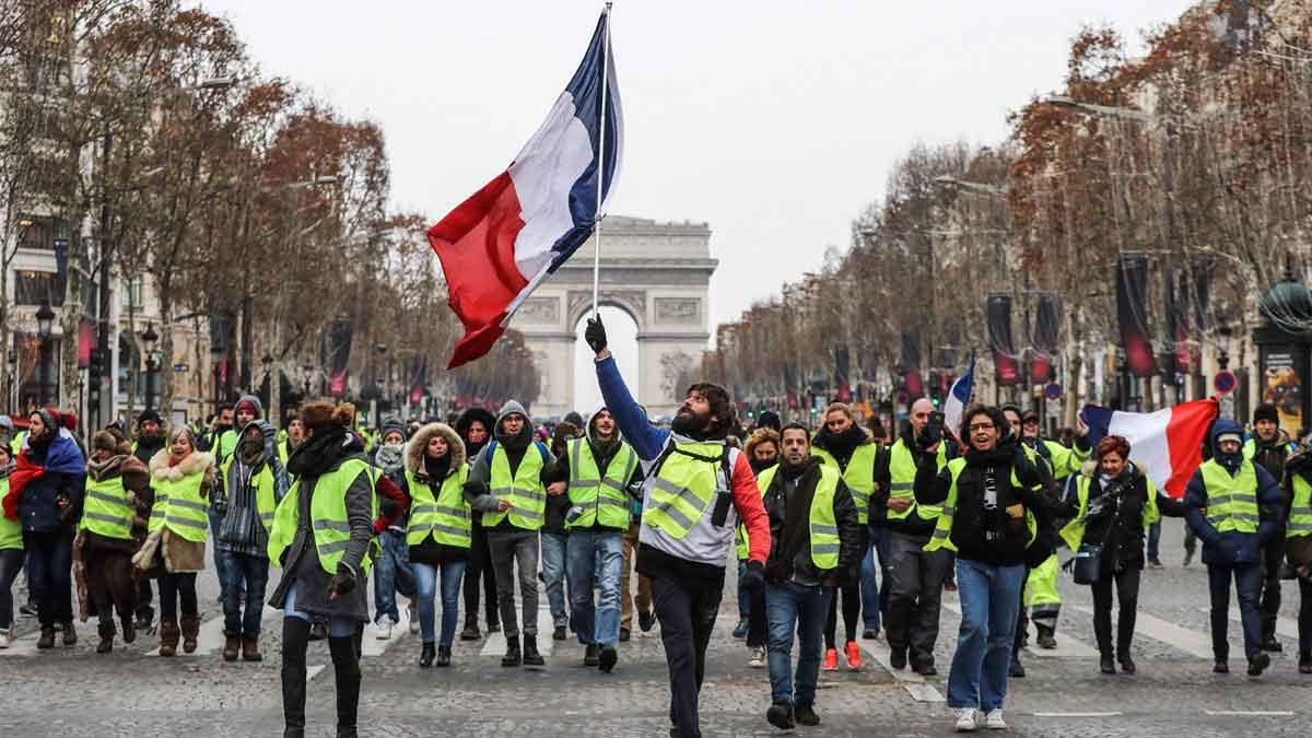 Los chalecos amarillos vuelven a salir a las calles de París.