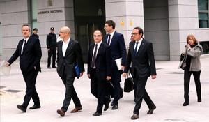 Los exconsellers de la Generalitat de Catalunya Joaquim Forn, Raul Romeva , Jordi Turull , Carles Mundí , Josep Rull, Dolors Bassa y Meritxell Borras a su llegada a la Audiencia Nacional, el 2 de noviembre.