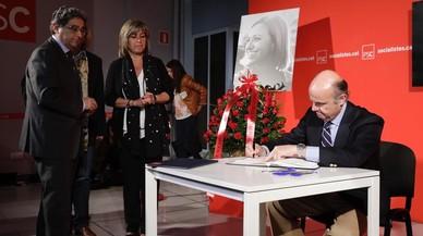 Luis de Guindos, Ministro de Economía, ante la presencia de Enric Millo y Núria Marín.