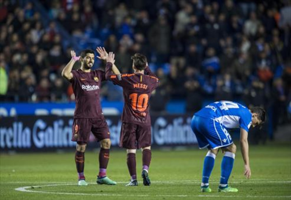 Luis Suárez y Leo Messi celebran el título de Liga en Riazor