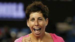 Carla Suárez destrossa Radwanska i accedeix a la final de Doha