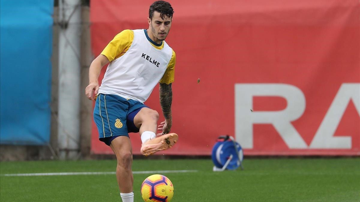 Mario Hermoso, central del Espanyol, en un entrenamiento.