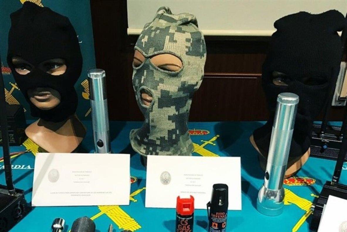 Algunos de los materiales sustraídos por la Guardia Civil a la organización criminal especializada en el robo de vehículos.