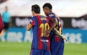 Messi y Ansu Fati tras uno de los goles que marcó el joven delantero al Villarreal.