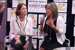 La ministra Reyes Maroto junto a la alcaldesa de LHospitalet, Núria Marín, durante su visita al Mercado Municipal de Collblanc