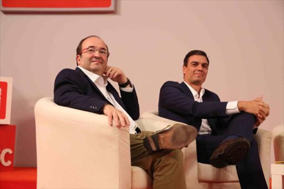 Miquel Iceta y Pedro Sánchez, en un encuentro con cargos electos del PSC.