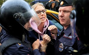 Momento de la detención de Lyubov Sobol en Moscú.