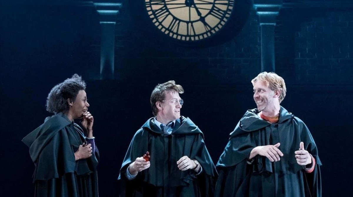 Noma Duwezmeni (Hermione Granger), Jamie Parker (Harry Potter) y Paul Thornley (Ron Weasley), en los ensayos de 'Harry Potter and the cursed child'