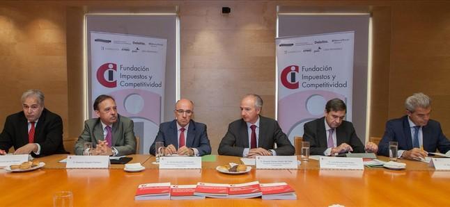 Pablo Chico de la Cámara; Abelardo Delgado; Ginés Navarro; Ricardo Gómez-Acebo; Luis Briones y Maximino Linares, durante la comparecencia de las mayores firmas de abogados en España.