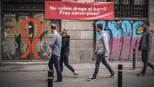 Pancartas contra los narcopisos.