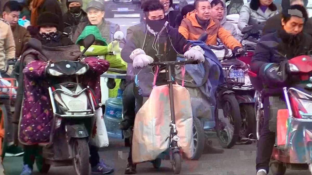 Los patinetes eléctricos buscan quedarse como una nueva movilidad urbana en China.