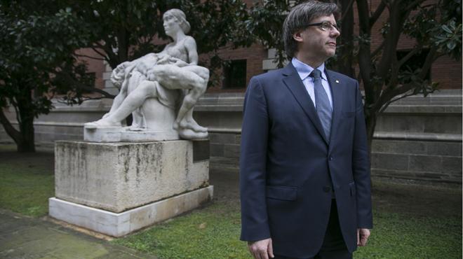 'El Periódico' entrevista al 'President' Carles Puigdemont en su despacho del Parlament.