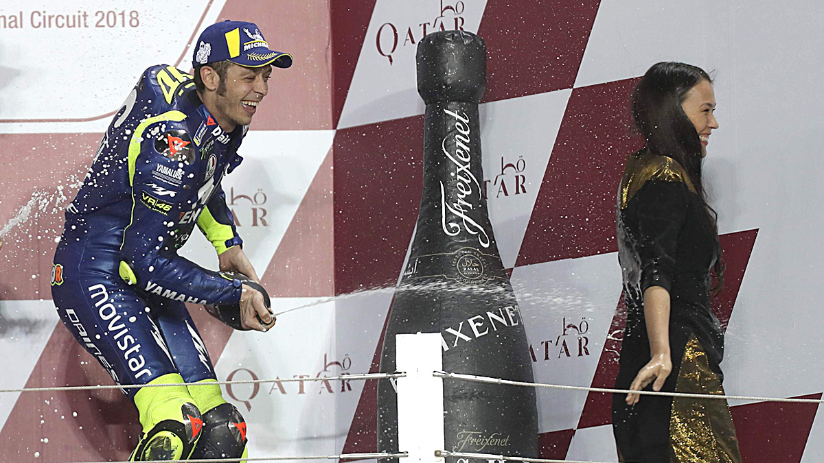 Rossi va dutxar l'hostessa del podi de Qatar, tot i estar prohibit
