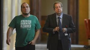 El presidente de la comisión Pujol, David Fernàndez, y el empresario Javier de la Rosa, en el Parlament.