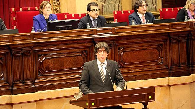 En su intervención durante el debate de investidura, Carles Puigdemont ha pedido perdón a los ciudadanos por el acuerdo alcanzado in extremis entre Junts pel Sí y la CUP.
