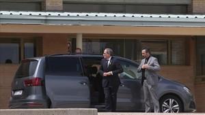 Torra, a su llegada a la prisión madrileña de Soto del Real, donde están ingresados JordiSánchez y Jordi Cuixart.