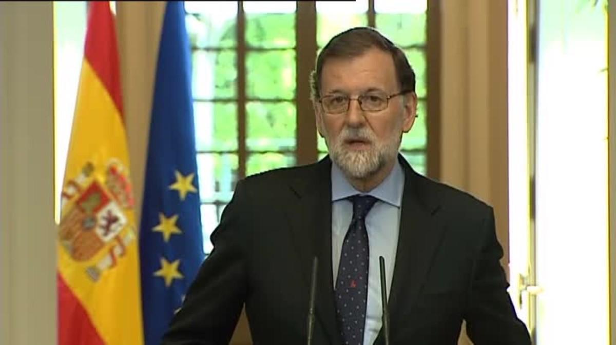 El presidente del Gobierno, Mariano Rajoy, ha afirmado que no habrá impunidad para los miembros de ETA después de que la banda terrorista haya escenificado su disolución.