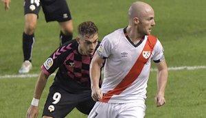 Momento del partido entre el Rayo y Sabadell.