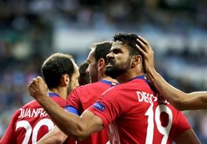 Diego Costa celebra con rabia uno de sus goles ante el Real Madrid.