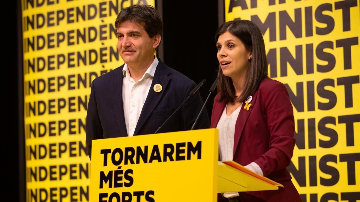 Sergi Sabrià y Marta Vilalta, en la comparecencia de ERCdurante la noche electoral.
