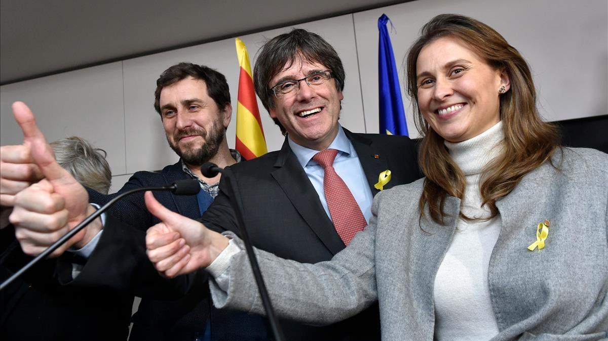 Toni Comín, Carles Puigdemont y Meritxell Serret, el pasado diciembre, en Bruselas.