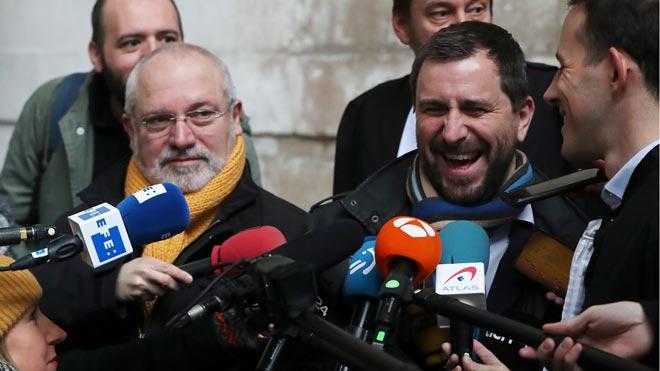 Toni Comín y Lluís Puig llegan al Palacio de Justicia de Bruselas.