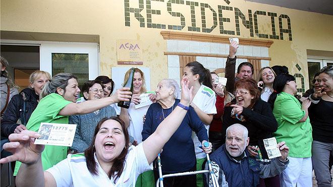 Los ancianos de una residencia de Roda de Berà (Tarragona), agraciados con el segundo premio de la lotería.