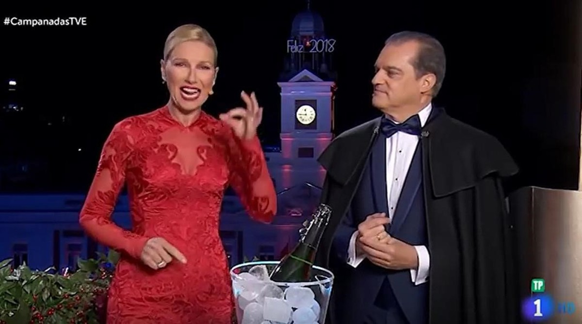 Anne Igartiburu y Ramón García, presentadores de las Campanadas en TVE.