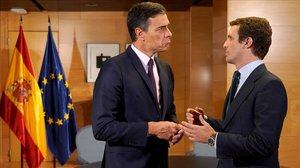 El presidente en funciones, Pedro Sánchez, y el líder del PP, Pablo Casado
