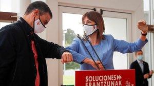 El presidente del Gobierno, Pedro Sánchez, y la candidata del PSOE a lendakari, Idoia Mendia