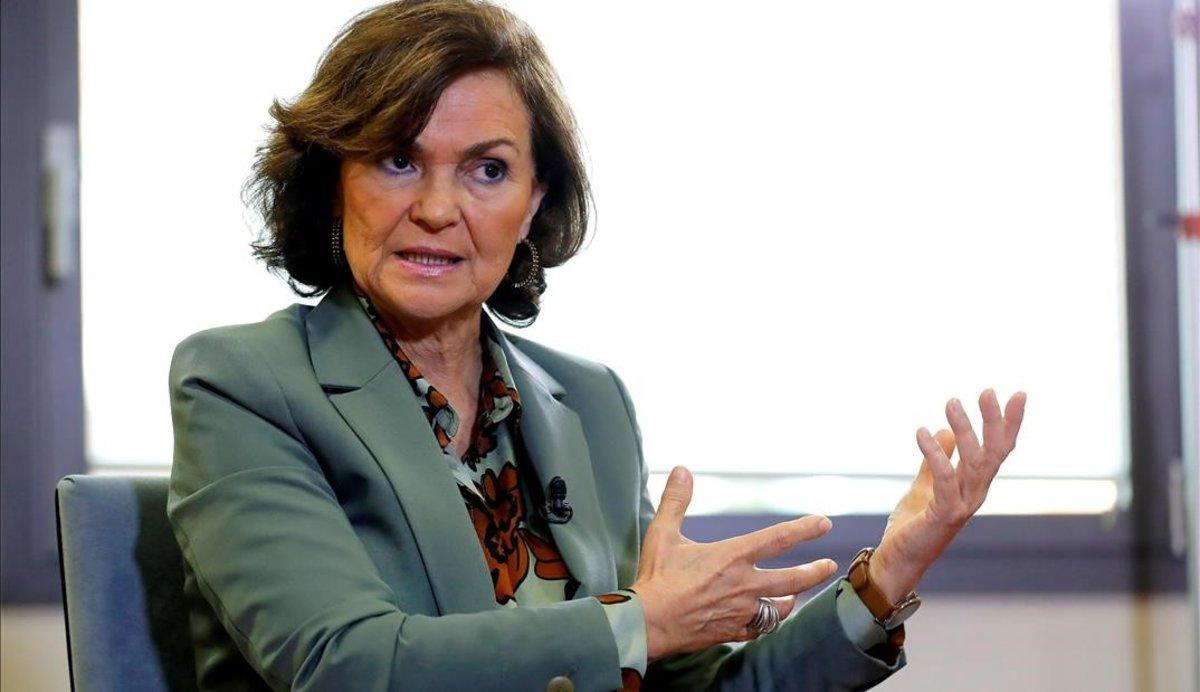 La vicepresidenta del Gobierno, Carmen Calvo, durante una entrevista.