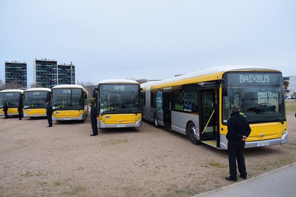 Viladecans incorpora 14 vehículos híbridos nuevos a su flota de autobuses