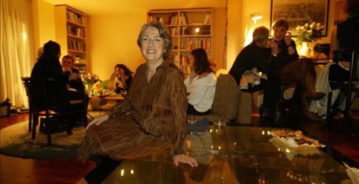 La editora Esther Tusquets, la madre de Milena Busquets, en su casa en el 2005 durante la fiesta de presentación de sus memorias.