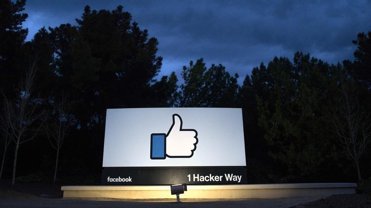 La entrada de la sede de Facebook en California.