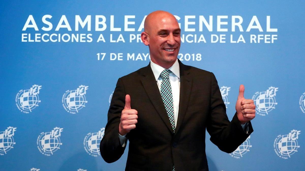 Luis Rubiales, tras ser elegido como presidente de la federación de fútbol.
