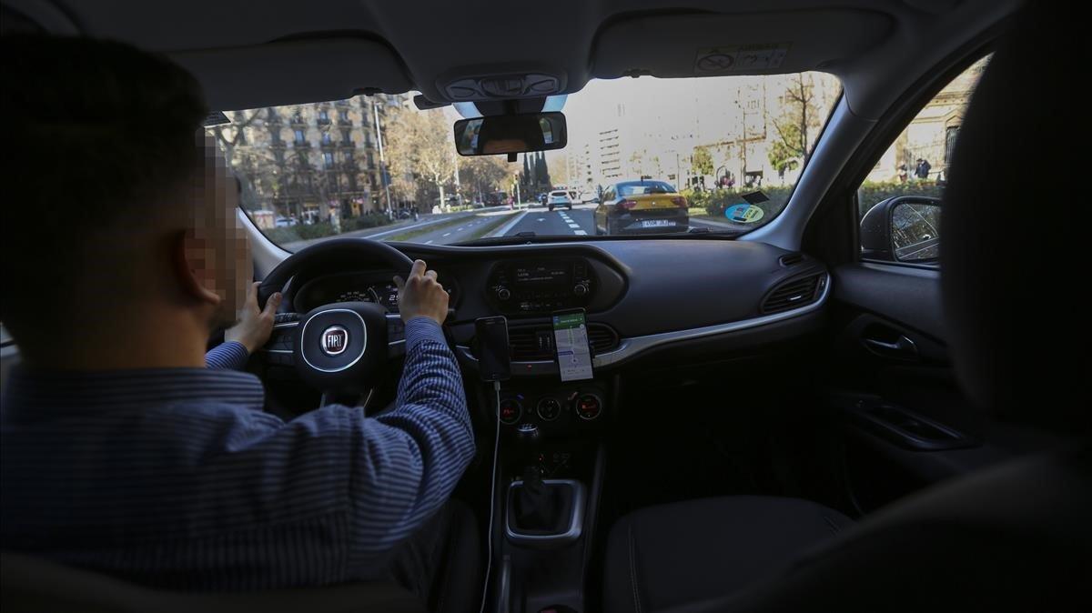 Un conductor de Uber en Barcelona.