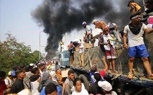 L'ajuda humanitària no entra a Veneçuela i Maduro trenca amb Colòmbia
